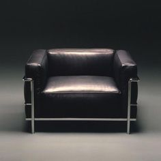 Bauhaus Movement Magazine           - Icon of furniture. The Cassina LC3 designed in...