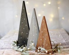 Wood Christmas Tree, Noel Christmas, Primitive Christmas, Rustic Christmas, Winter Christmas, Christmas Stage Design, Natural Christmas, Christmas Projects, Holiday Crafts