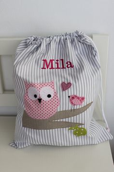 Childs kit bag - no tutorial but lovely inspiration! Sewing Tutorials, Sewing Crafts, Sewing Projects, Baby Applique, String Bag, Patchwork Bags, Fabric Bags, Kids Bags, Sewing For Kids