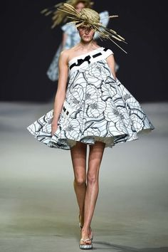 See the complete Viktor & Rolf Spring 2015 Couture collection.