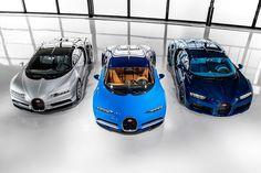 Bugatti Chiron: primeiras unidades são entregues Venda de super carros é assim: os primeiros três proprietários receberam nessa semana o bólido mais potente rápido e exclusivo em produção em série do mundo. As portas da sede da empresa em Molsheim na França ficaram abertas para receber os clientes da Europa e do Oriente Médio numa entrega super VIP. A marca planeja produzir 70 unidades da primeira série do Chiron neste ano. A Bugatti promete apresentar uma nova configuração do supercarro no…