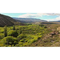 #Patagonia #Argentina #Glacier #Mountains #Summits #Good #Moments #Pic #Foto #Photo #Travel #Roads #nature #Landscape #PatagoniaArgentina ����MOUNTAINS���� Cruso el valle en mi fragil planeador..�� 160km espectaculares con paisajes cambiantes, uno se siente como un pionero transitando estos lugares, es la Patagonia profunda la Santa Cruz profunda! Plena cordillera al limite con el país vecino Chile uno puede observar como la tierra cambia de color tanto que pareciera que le tiraron pintura a…