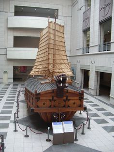 Turtle boat A Chinese paddle-wheel driven ship from a Qing Dynasty Turtle Ship, Vikings, Ship Drawing, Remo, Wooden Ship, Asian History, Canoe And Kayak, Navy Ships, Model Ships
