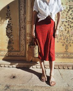 "- Faithfull the Brand (@faithfullthebrand) en Instagram: ""@lucywilliams02 wearing the #MahonSkirt on our travels to India."