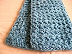 """""""Textured scarf with super bulky yarn. Uses only two basic stitches - sc and dc. Very easy and fast to make."""""""