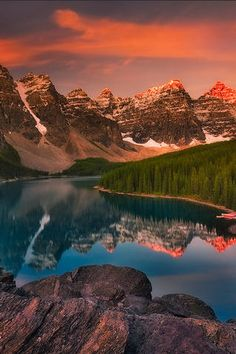 Majestic Scenery iPhone wallpaper