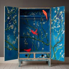 Wow would love to try painting this inside one of my upcycles! Thelma wardrobe via xo-inmyroom