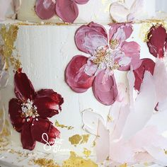 Textural, painted flowers for our buttercream signature look . #sweetbloomcakes #edibleart #texture #buttercream #buttercreamcake #celebrate