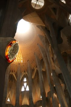 Skylight in the central nave of the Sagrada Familia. Sacred Architecture, Religious Architecture, Church Architecture, Beautiful Architecture, Architecture Design, Barcelona Architecture, Gaudi Barcelona, Barcelona Tours, Barcelona Catalonia