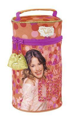 Neceser con 3 portatodos llenos de Violetta Love, la nueva colección de papelería escolar para niñas inspirada en la serie argentina del momento que está triunfando en todo el mundo. Dimensiones: 12 cm x 20 cm.