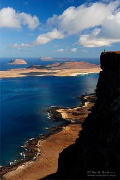 Fantastic views of a significantly smaller member of the Canary Islands, La Graciosa. Tenerife, Beach Vibes, Portugal, Seville Spain, Paradise On Earth, Beach Wear, Island Beach, Canary Islands, Spain Travel