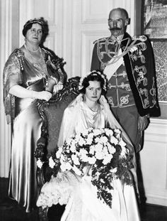 The bouquet must be heavy. But I cannot help wonder why this is one of the unhappiest face on a bride... Princess Alexandrine-Louise of Denmark on her wedding day, with her parents Prince Harald and Princess Helena, Castle Christiansborg, Copenhagen, Jan. 22, 1937. (AP Photo)