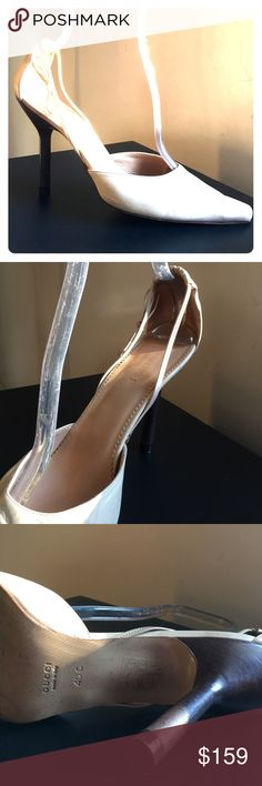 """Gucci pumps Beautiful Gucci off white pumps with bow detail heel 4.5"""". Good condition Gucci Shoes Heels"""