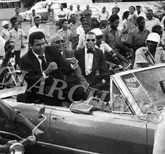 Muhammad Ali, Jam Muhammad (The brother of The Most Honourable Elijah Muhammad) and The Honourable Minister Louis Farrakhan Kingston, Jamaica 1974 American Comics, American History, Elijah Muhammad, Muhammad Ali Boxing, Float Like A Butterfly, Sport Icon, Black History Facts, Dc Comics Characters, Sports Figures