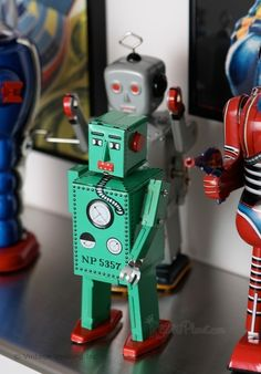 Lilliput Walking Wind Up Tin Toy Robot | Vintage Style Wind Up Robots | RetroPlanet.com