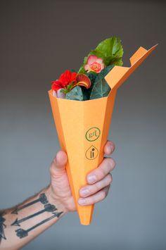 Bouquet comestible de chez Garçon fleur Such cool edible bouquet holder #packaging. Let's eat : ) PD