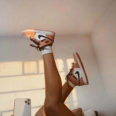Dr Shoes, Nike Air Shoes, Hype Shoes, Me Too Shoes, Nike Socks, Jordan Shoes Girls, Girls Shoes, Sneakers Fashion, Fashion Shoes