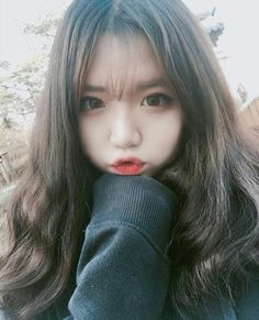 Find images and videos about girl, ulzzang and korea on We Heart It - the app to get lost in what you love. Korean Beauty Girls, Pretty Korean Girls, Cute Korean Girl, Asian Beauty, Ulzzang Girl Selca, Ulzzang Korean Girl, Cute Girl Pic, Cool Girl, Cute Girls