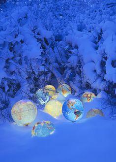 Rune Guneriussen_Winter of our discontent_Norvegia Land Art, Light Art, Ikebana, Art Environnemental, Globe Art, Under The Sea Theme, Light Installation, Art Installations, Parcs
