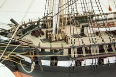 USS Constitution Model from Revell, 30 foto Model Ship Building, Boat Building, Model Ship Kits, Model Kits, Uss Constitution Model, Model Warships, Old Sailing Ships, Boat Engine, Boat Kits