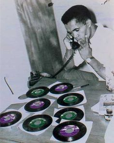 Prince Buster digs the records. Vinyl Record Shop, Vintage Vinyl Records, Reggae Artists, Music Artists, Prince Buster, Afro, Jamaica Reggae, Vinyl Sleeves, Jamaican Music