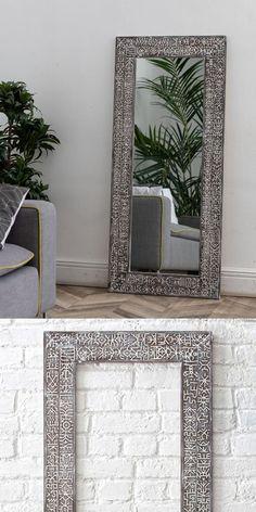 Большое зеркало в деревянной этнической раме притягивает взгляд и рождает необычные ассоциации. Это результат совместной работы нашей мастерской с известным художником Евгением Бэмом, который живет на Бали. Frame, Picture Frame, Frames