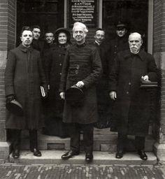 Leger des Heils : Groep officieren van het Leger des Heils bijeen, met in het midden generaal Bramwell Booth Nederland 1913