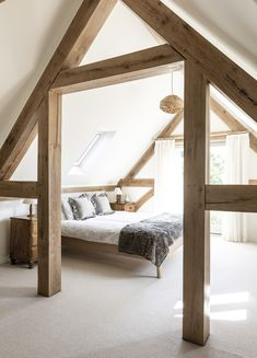 Border Oak vaulted ceiling in Pearmain Cottage bedroom