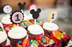 mickey mouse theme party decoration idea