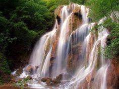 Cascada Beușnița e celebră în întreaga lume  (foto: Cătălin Buda) Turism Romania, Visit Romania, The Beautiful Country, Tourist Places, Beautiful Places To Visit, Where To Go, Salvia, Around The Worlds, Montana
