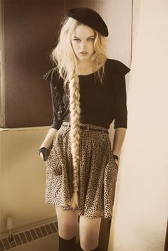 I love her long braid with the hat and the socks, so cool !