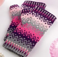 Perri {free pattern} I want to try some color work, I LOVE these fingerless mitts