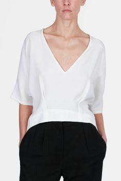 Protagonist — Pullover 03 Deep V Neck Pullover Ivory — THE LINE
