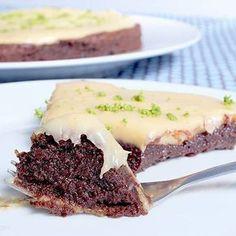 torta brownie sem farinha com brigadeiro de limão