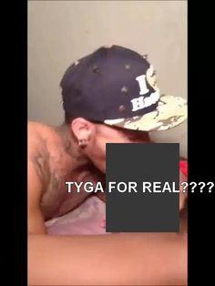 Tyga entrain de sucer un autre mec, tyga sucking another dick, tyga sucking shemale