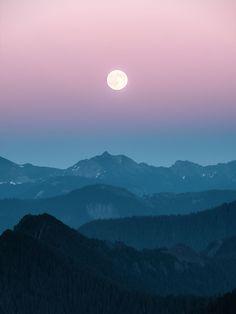 Moonrise over the Washington cascades [OC][1350x1800] sluu99 http://ift.tt/2vbloKo July 31 2017 at 08:39AMon reddit.com/r/ EarthPorn