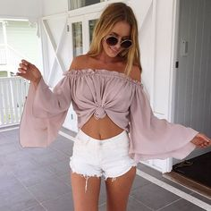 Cute crop tops are a summer staple, and the weather is almost warm enough to wear them again! To spruce up your wardrobe, here are 10 cute crop tops you need for summer! Crop Top Outfits, Casual Outfits, Fashion Outfits, Woman Outfits, Fashion 2018, Style Fashion, Spring Summer Fashion, Spring Outfits, Spring Break