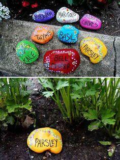 Painted rock garden markers. Source :craftsbyamanda.com