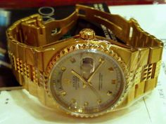 NEWS: US WOMAN STEALS $25,000 ROLEX WRISTWATCH & H...