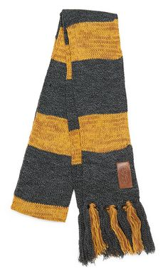 Sport some vintage Harry Potter gear with this 1920s style Hufflepuff scarf as worn by Newt Scamander, author of Fantastic Beasts and Where to Find Them , which is required reading for all Hogwarts first year students.
