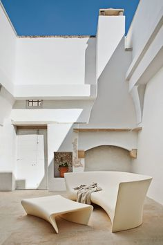 In an Italian vacation home, the courtyard features a mix of polyethylene seating and rustic stonework. Photo by Francesco Bolis. This originally appeared in Modern Meets Ancient in a Renovated Italian Vacation Home. Patio Interior, Home Interior Design, Interior Architecture, Interior And Exterior, Minimalist Interior, Minimalist Home, Outdoor Spaces, Outdoor Living, Indoor Outdoor