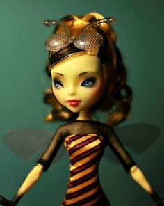 CAM Bee Girl by armeleia, via Flickr