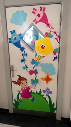 45 brilliant diy classroom decoration ideas & themes to inspire you 23 ~ Design And Decoration Kids Crafts, Preschool Crafts, Toilet Paper Roll Crafts, Paper Crafts, Diy Paper, Preschool Classroom Decor, School Door Decorations, School Doors, Board Decoration