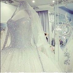 Luxury Beaded Sweetheart Ball Gown Wedding Dress Tulle Bridal Gown Custom Made