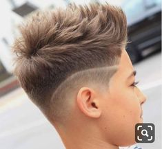 Short Textured Mohawk with Line Up – coiffures et barbe hommes Cool Hairstyles For Boys, Cool Boys Haircuts, Little Boy Hairstyles, Mohawk Hairstyles, Haircuts For Men, Undercut Mohawk, Boys Fade Haircut, Boys Haircut Styles, Boy Haircuts Short