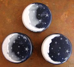 Click here to learn how to make your own Crescent Moon, Starry Nights soap. These examples were made by brand new melt and pour soapers. If they can do it, so can you! The best soap supplies on the internet are found at Bramble Berry. Click here to browse Bramble Berry.   Have a question …