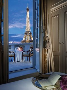 Hotel Shangri-la, Paris. I need to live in an apartment that has a view of the Eiffel Tower like this.