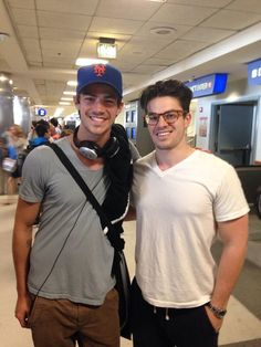 Grant Gustin in a Mets hat!!!!!