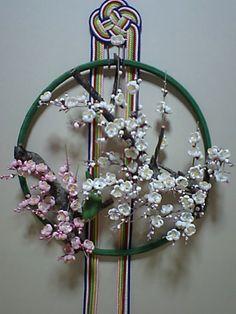 白梅に鶯の平薬 Paper Flowers Diy, Diy Paper, Paper Crafts, Flower Ball, Wire Art, Japanese Art, Arts And Crafts, Handmade Gifts, Holiday