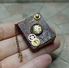 Theses miniature books are tiny, beautiful works of art! Miniature Crafts, Miniature Dolls, Dragon Table, Mini Craft, Handmade Books, Handmade Journals, Book Binding, Miniture Things, Book Making